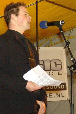 Joost van Puijenbroek spreekt in november 2004 Nieuw Rechts en Forza Nederland toe.